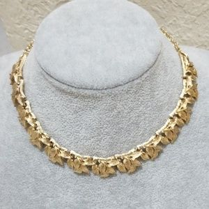 Jewelry - Lovely Antique Gold plated Necklace! Take a Look!